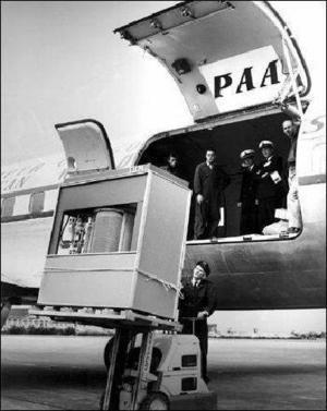 W tym roku mija 55 rocznica twardego dysku (HDD). Na zdjęciu pierwszy twardziel wprowadzony w 1956 r. do komputera IBM 305 RAMAC. Ważył ponad tonę i mieścił imponującą ilość danych - 5 MB