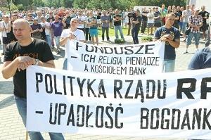Dzień przed protestem służb mundurowych odbył się protest górników z Bogdanki — o takich rzeczach telewizja nie informuje, co najwyżej migawkowo, obszerne natomiast i intensywne debaty urządza się niemal wyłącznie wokół tematów drugo- i trzeciorzędnych