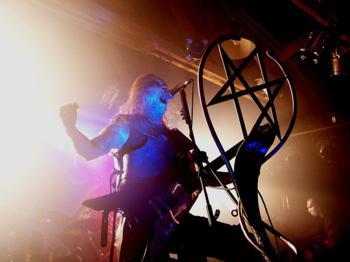 Adam Darski z zespołu Behemoth w czasie Polish Apostasy Tour 2007 w Mega Clubie w Katowicach