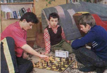Przemek (z lewej), Krzyś (po środku) - utalentowani szachiści.