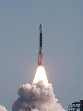 Start rakiety Boeing Delta II z próbnikiem Deep Impact. Cape Canaveral Air Force Station, Floryda, styczeń 2005