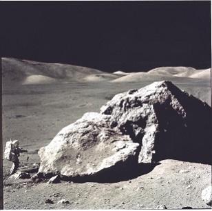 Amerykański astronauta badający powierzchnię Księżyca