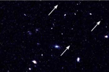 Te słabe obiekty to przypuszczalnie pierwsze galaktyki