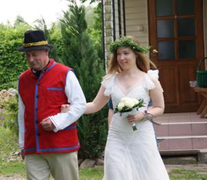 Australijska prawniczka wzięła ślub na polskiej wsi