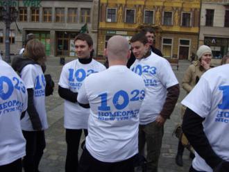Kampania 10:23 na wrocławskim rynku, luty 2011, samobójstwo homeopatyczne sceptyków polskich