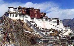 Pałac Potala — zimowa rezydencja nominalnych władców Tybetu do 1959 roku, kiedy Dalajlama XIV został zmuszony do ucieczki w wyniku nieudanego powstania. Położony w Lhasie obiekt jest najwyżej usytuowanym (3700 m n.p.m.) pałacem na świecie, a do czasu utworzenia na jego terenie muzeum był również największym budynkiem mieszkalnym.