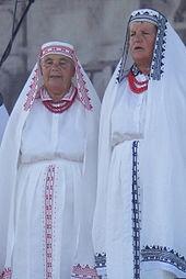 Kobiety w stroju biłgorajskim